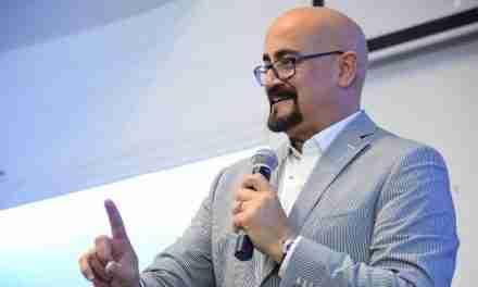 """Rey Matos revela en su nuevo libro cómo ser """"Un líder a prueba de fuego"""""""