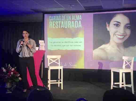 """Lilo de Sierra presentó su libro """"Cartas de un Alma Restaurada"""" en Expolit 2019"""